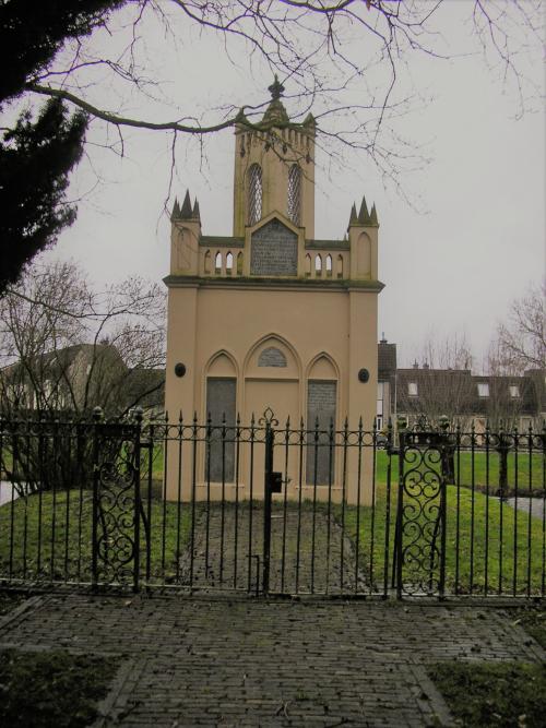 Mausoleum Beuningen voorzijde (2)