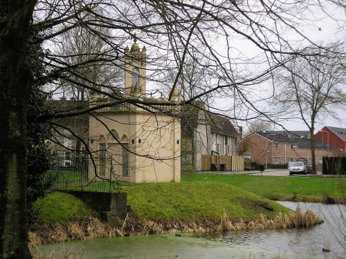 Mausoleum Beuningen met gracht